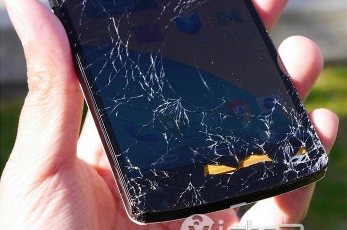 broken smartphone screens - smartphone with broken screen - 1