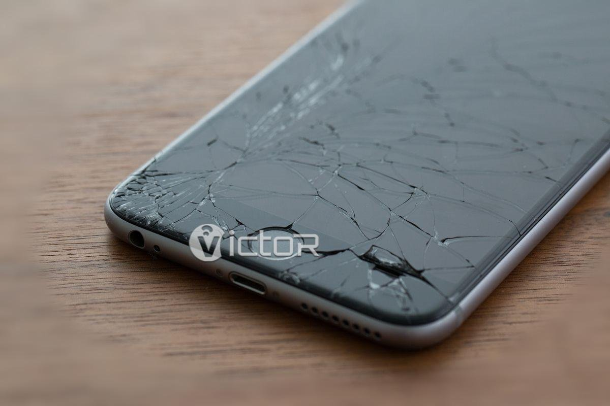 broken smartphone screens - smartphone with broken screen - 4