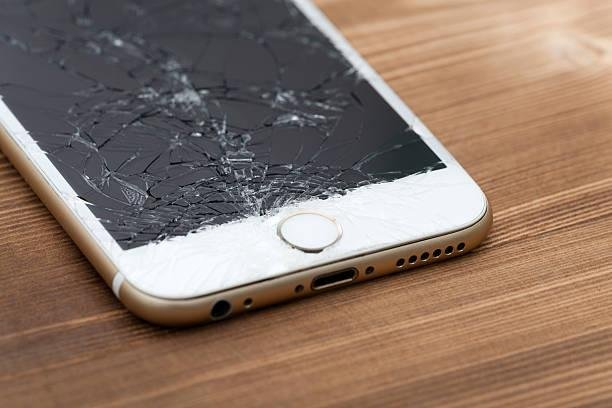 iphone - cracked iphone - apple iphone - 2
