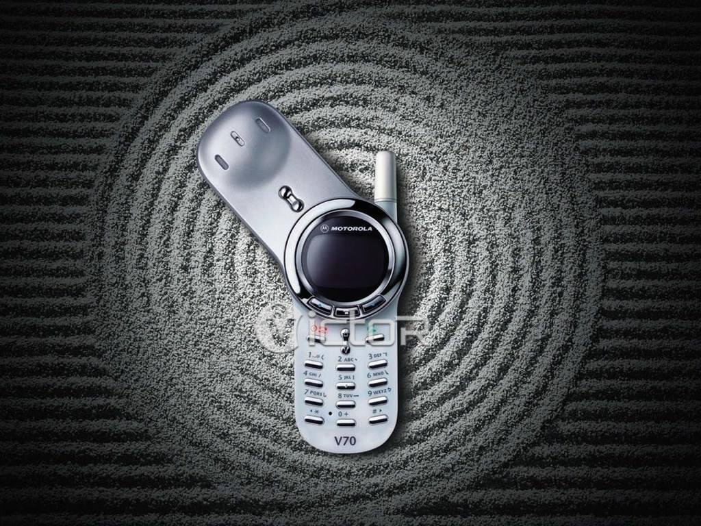 motorola phones - motorola v70 - motorola flip phone - 1